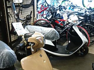 スズキスクーター展示中