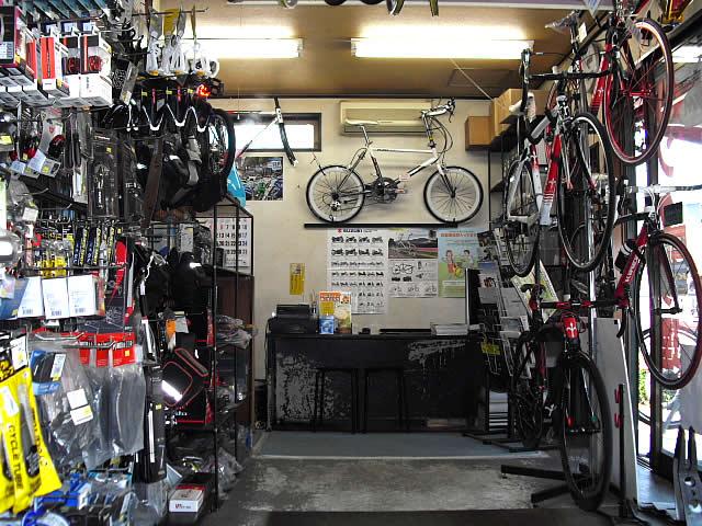 オートバイハウスの店内1